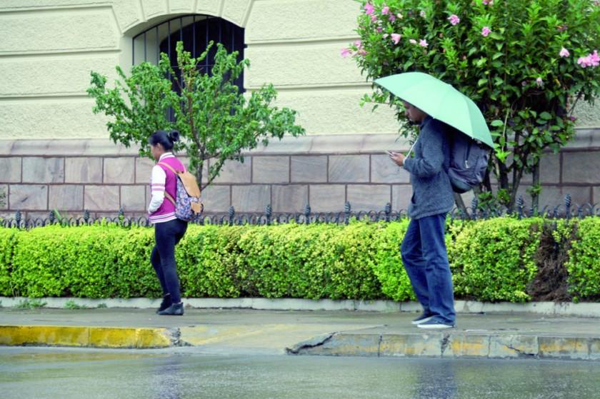 MAL TIEMPO. Los siguientes días habrá lluvia como la caída ayer.