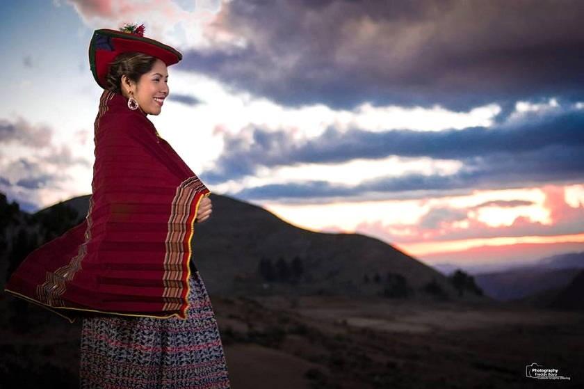 Yarita Lizeth Yanarico estuvo en Sucre y Tarabuco para grabar su último video. Foto: Freddy Bayo