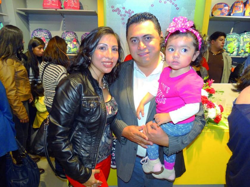 Gimena Portillo, César Suárez y Adriana Suárez.