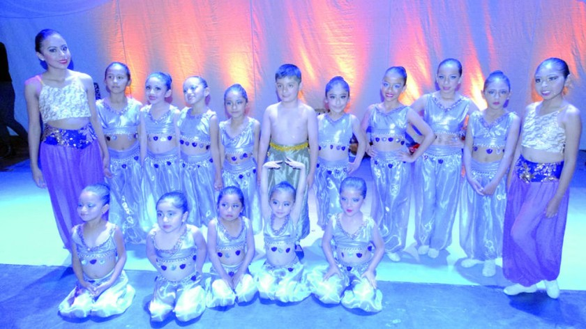 Elenco infantil de Ballet Capezio.