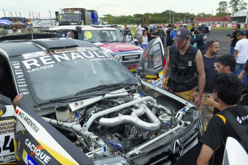 Las revisiones técnicas del Rally Dakar comenzaron ayer, en la base aérea de Ñu Guasú de Asunción.