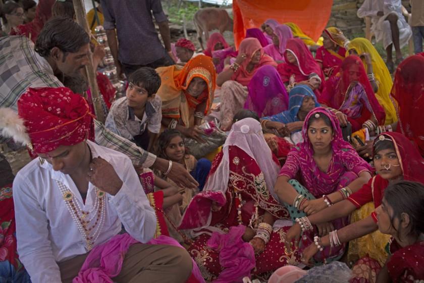 Una boda celebrándose en una pequeña localidad vecina a Udaipur, en el estado de Rajasthan (India).