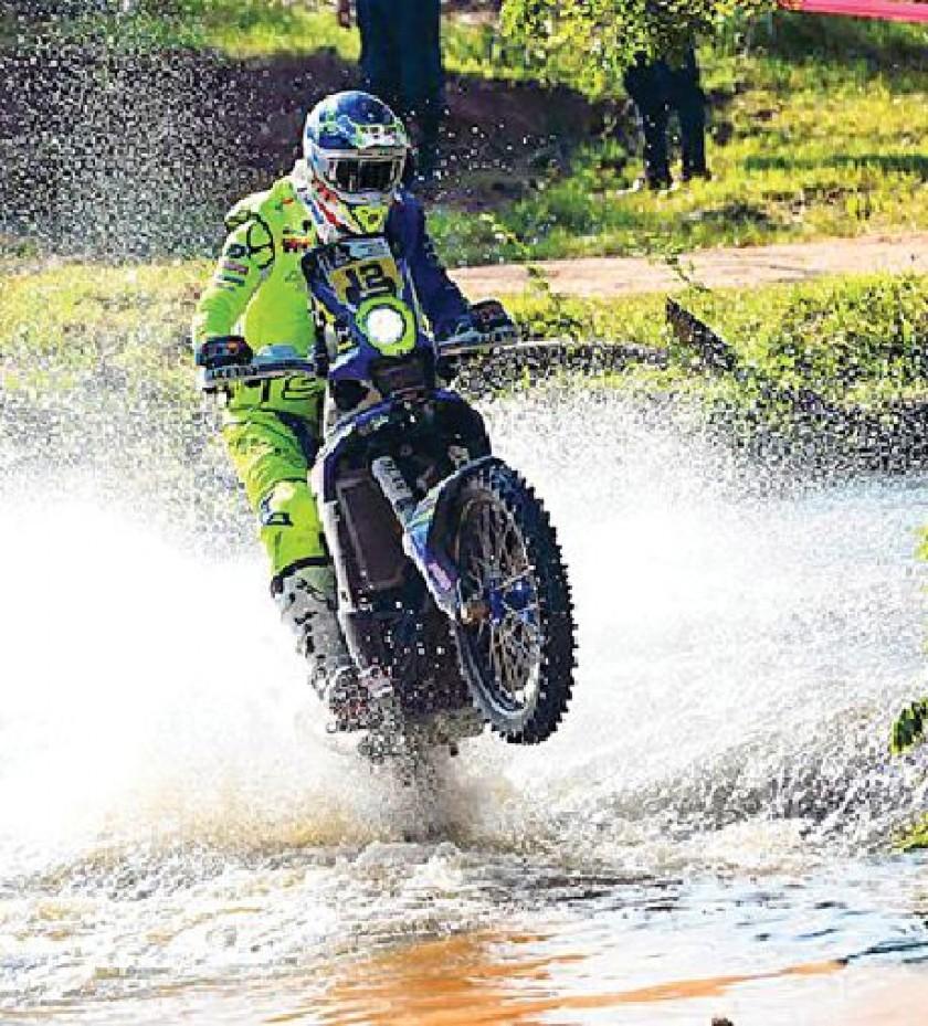 El español Juan Pedrero se quedó con la victoria en la categoría Motos; mientras que el qatarí Nasser Al-Attiyah...