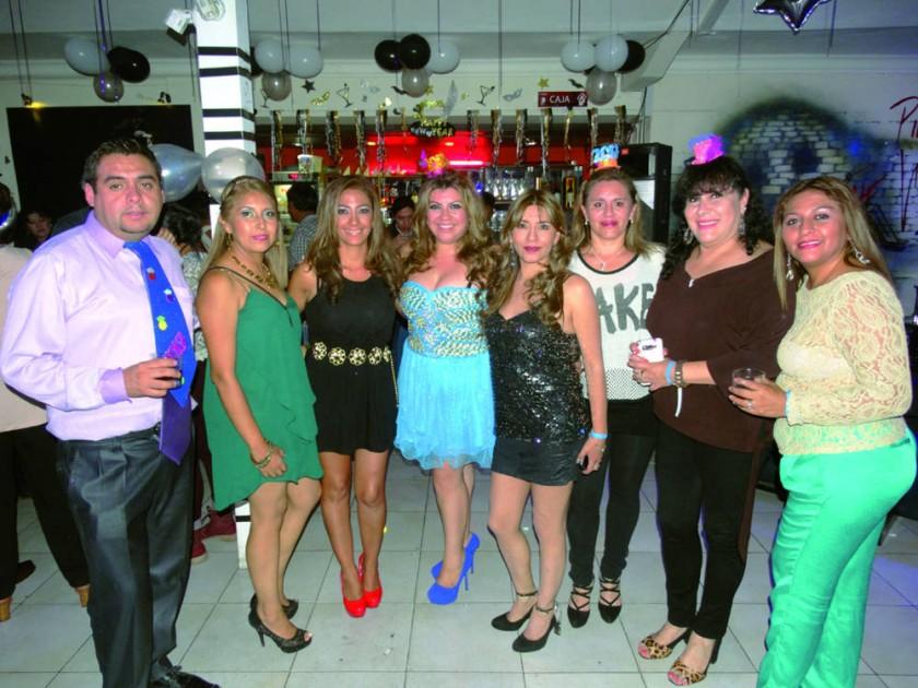 Rubén Delgadillo, Jimena Sharkey, Mónica Paredes, Helen Hevia, Sandra Palacios,  Veruska Flores, Tatiana Cors y...