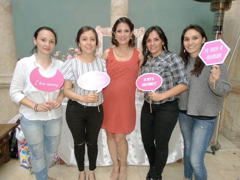 Michelle Stumvoll, Andrea Palma, Adriana Ramírez, Ximena Stumvoll y María Stumvoll.
