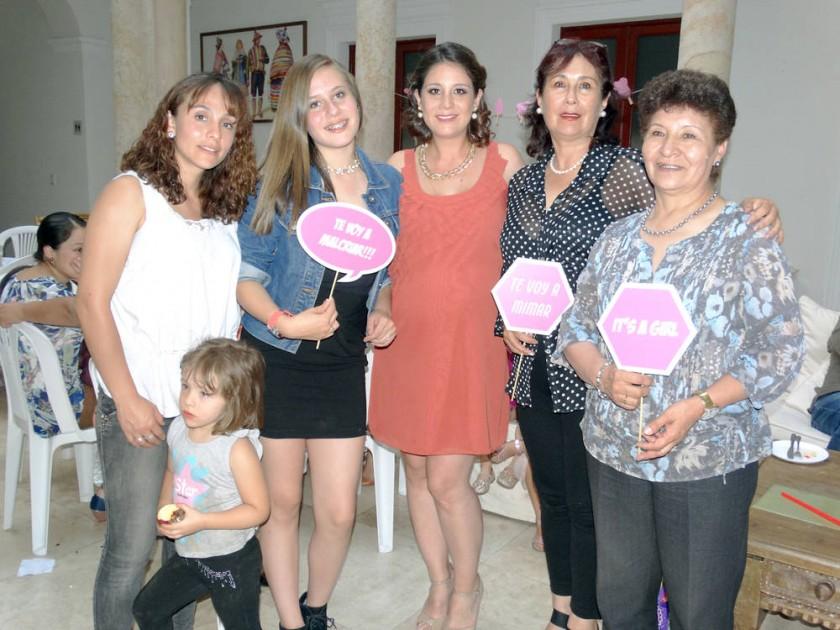 Noelia Beltrán, Mael Molina, María Fernanda Tardío, Adriana Ramírez,  Aurora Cuellar y Lía Torres.