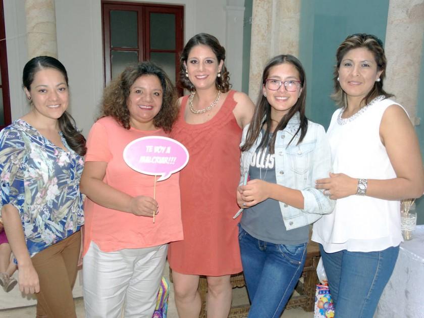 Maira Delgadillo, Jenny Torrico, Adriana Ramírez, Aide Sickiger y Aide Sotillo.