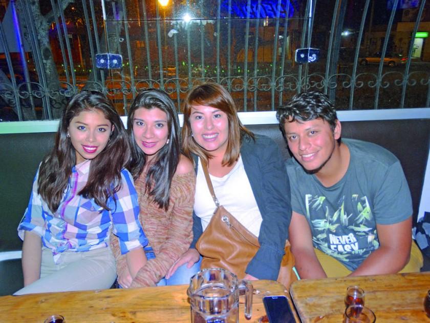 Laura Hernández, Paola Molina, Adriana Sandi y René Dorado.