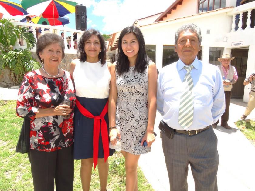Graciela de Rivera, Jaqueline Rivera, Andrea Téllez y Guillermo Rivera.