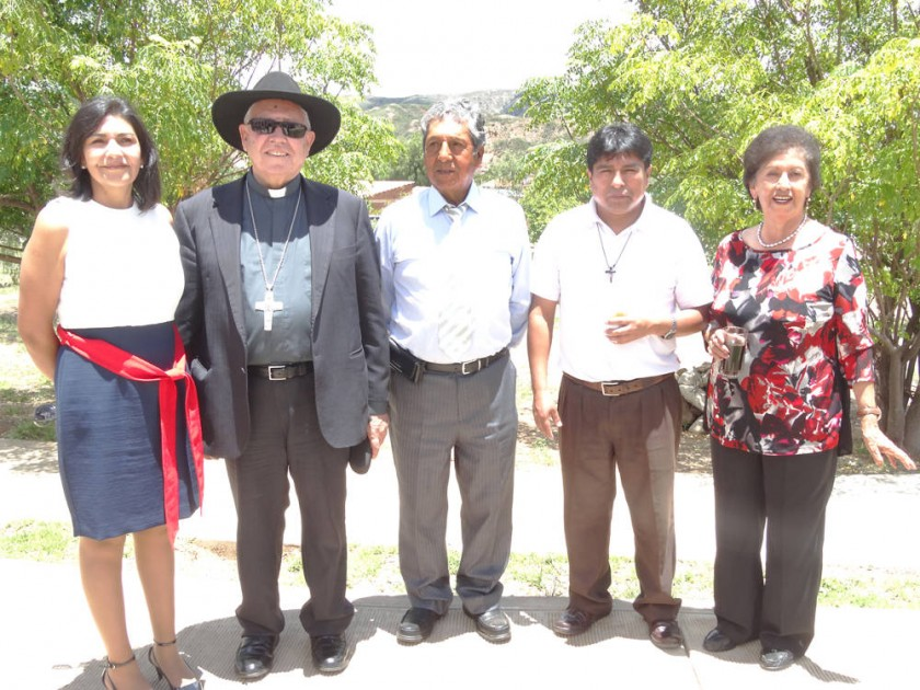 Jaqueline Rivera, Monseñor Jesús Juárez, Guillermo Rivera, Padre Claudio y Graciela de Rivera.