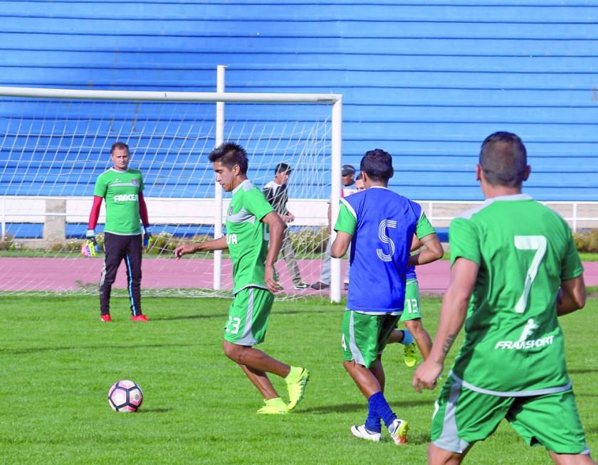 El equipo capitalino sostuvo ayer una práctica de fútbol en el estadio Patria.