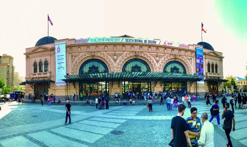 La VI Bienal Diseño en Alerta fue realizada en Chile, en la ex estación de trenes de Mapocho que fue remodelada para...