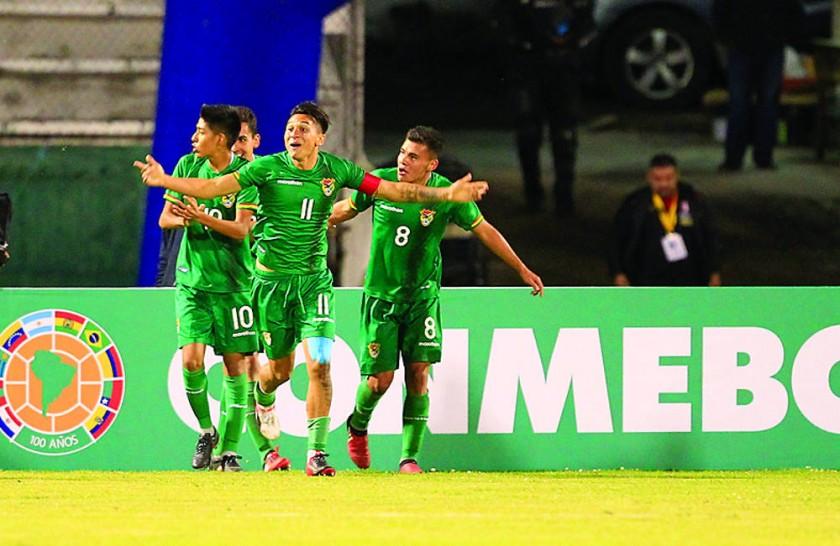Bolivia gana y sorprende en su debut