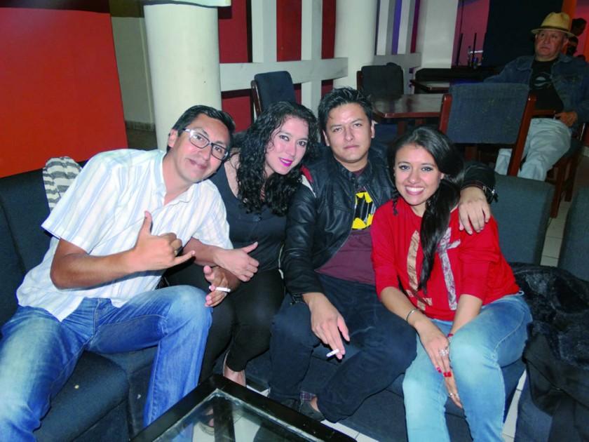 Roberto Pérez, Kelly Gutiérrez, Israel Camacho (cumpleañero) y Pamela Tapia.