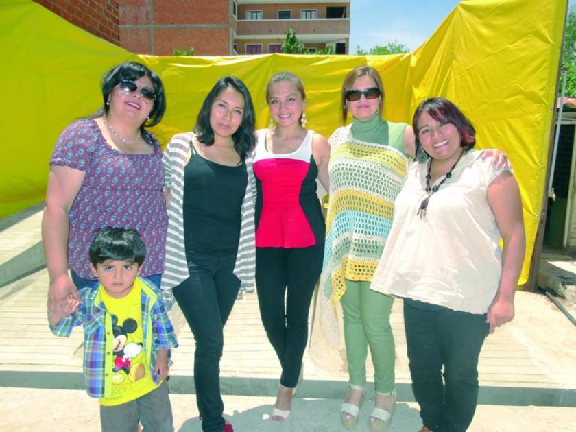 María del Carmen Aliaga, Leticia Saavedra, Marianela Pasquier, Jenny Campero  y Nilda Alarcón.
