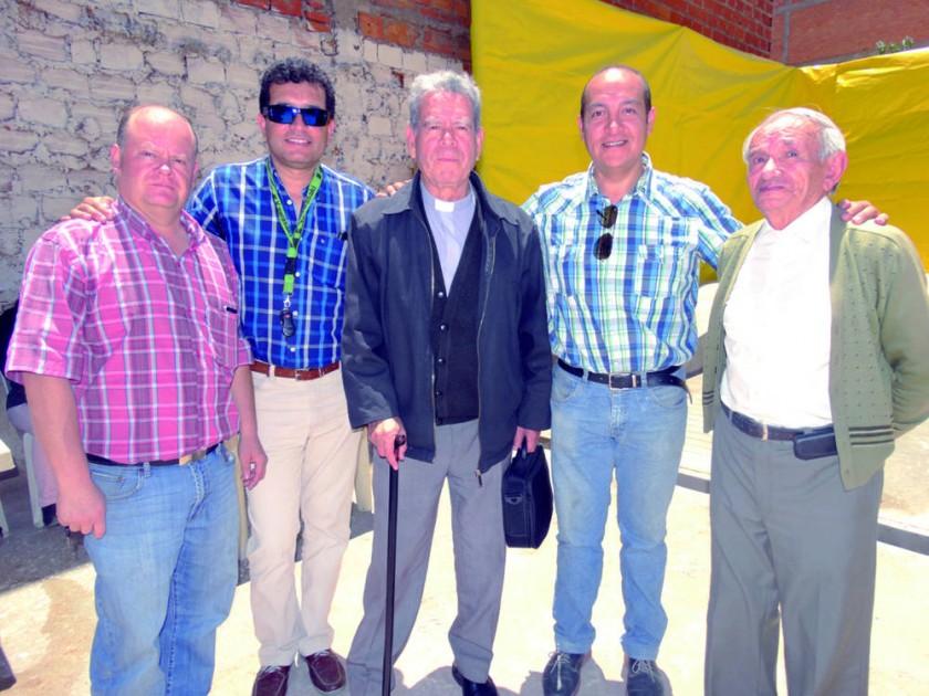 Rodrigo Garrón, Marcelo Auza, Padre Arístides Espada, Carlos Ustarez  y Dhery Prieto.