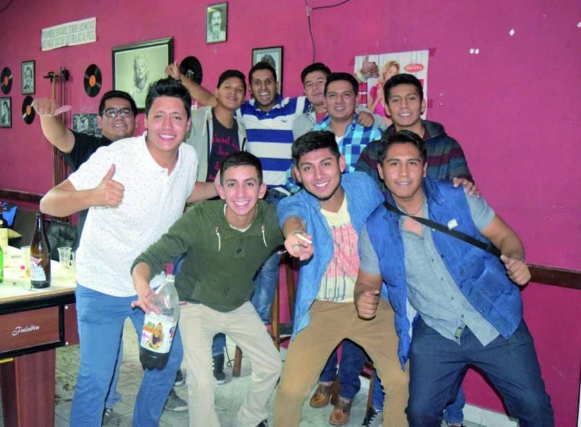 Arriba: Carlos, Rudy, Álvaro, José Luis, Gustavo y Kevin.   Abajo: Ricky, Brian Rodrigo y Rubens.