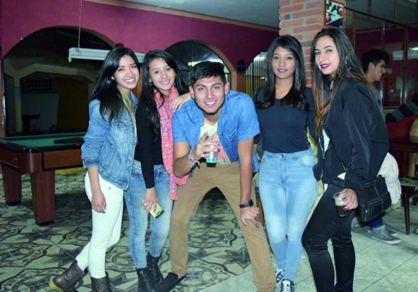 Paola, Marce, Rodrigo, Noelia y Adriana.
