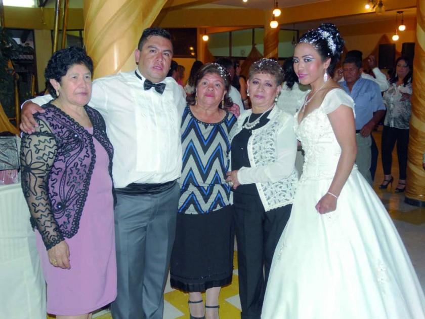 Yolanda Flores, Orlando Flores, Ana Flores, Consuelo Vda. De Romero y Consuelo Romero.