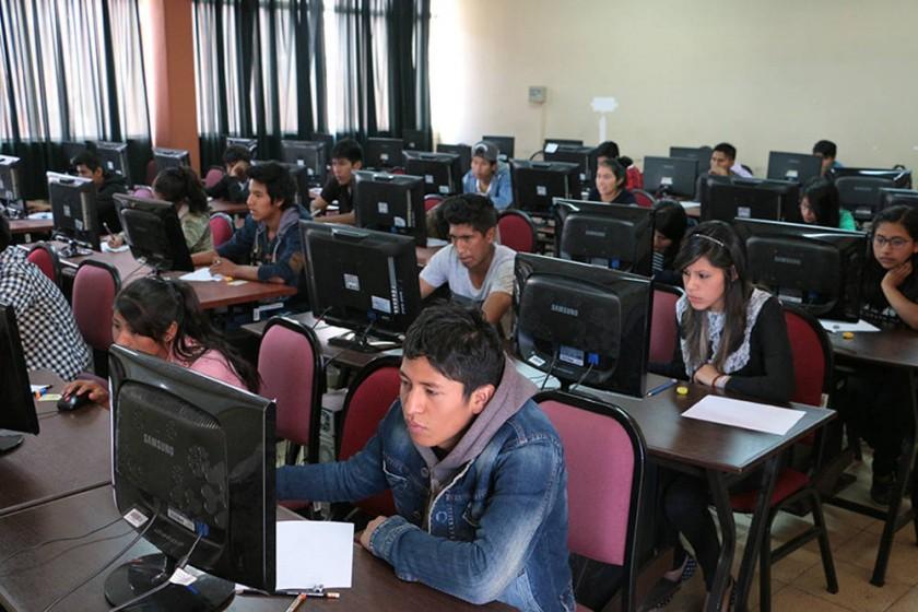 PRUEBA. Los bachilleres rindieron el examen de ingreso la semana pasada.
