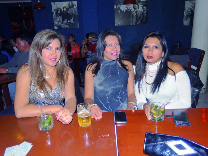 Claudia Gonzales, Yolanda Barrientos y Patricia Rojas.