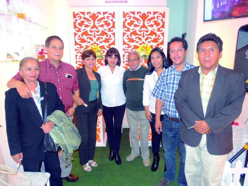 Betty Camacho, Roger Corrales, Angelina Torres, Mariana López, Roberto López, Ivana Escalante, Freddy Muñoz y Carlos...