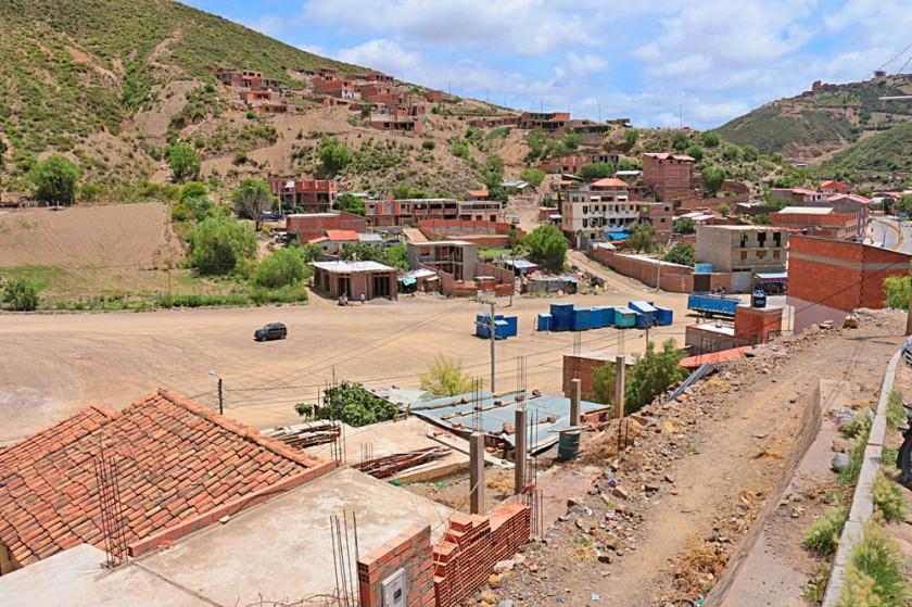 PROYECTOS. Vista de la explanada de ingreso al barrio La Calancha, donde hace algunos años se comenzó a construir un...