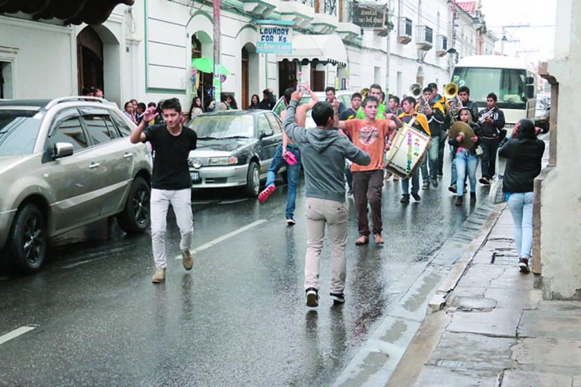 Un comparsero gasta Bs 1.000 en promedio en tres días de Carnaval
