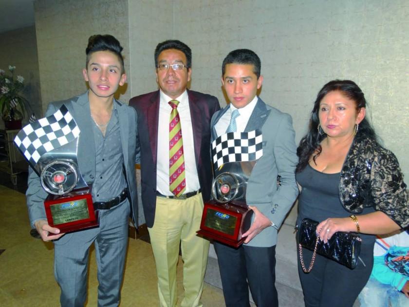 Cristian Ramírez, Omar Ramírez, Mauricio Ramírez y Miriam Calustro.