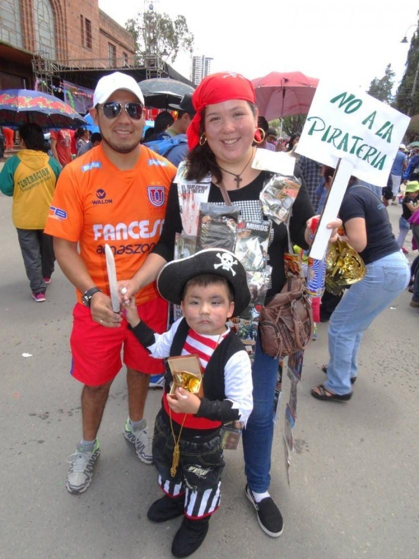 Marco Calderón, Marcela Serrudo y Matías Calderón.
