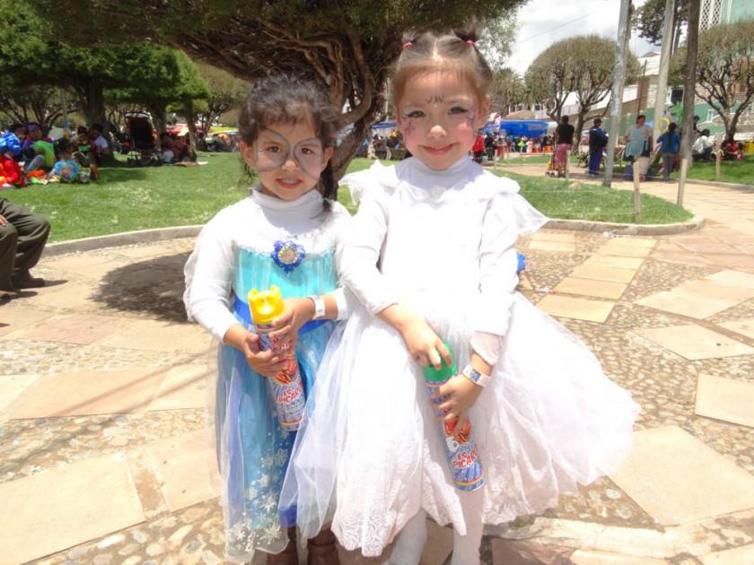 Andrea Salinas y Keysi Díaz.