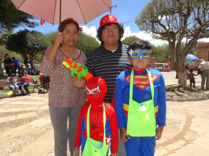 Nora Cueto, Julio Poveda, Julio Manuel Poveda y Johan Cueto.
