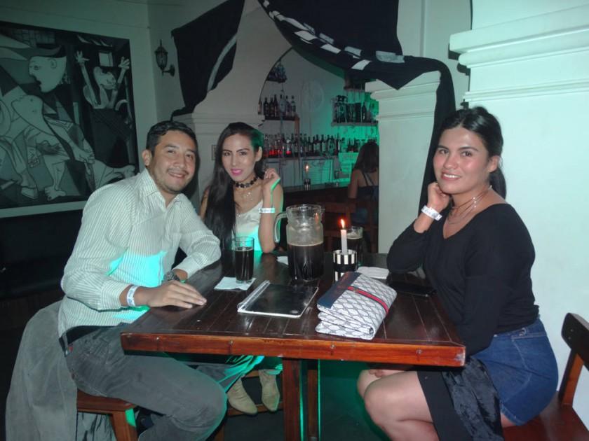 Julio Enríquez, Carolin Lozano y Cinthia Lozano.