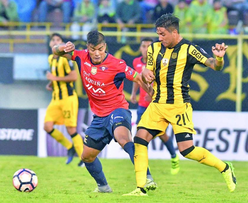 El equipo aviador derrotó ayer a Peñarol, en el estadio Félix Capriles de Cochabamba.