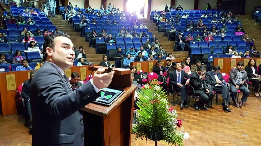 ENCUENTRO. Nino Oliveira representante de la empresa portuguesa JP expuso sobre la innovación tecnológica educativa.