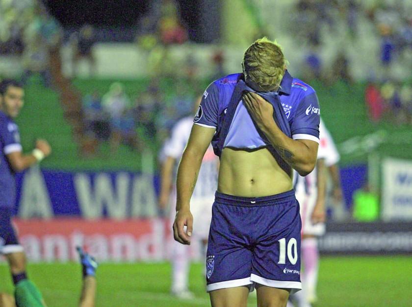 el festejo de los jugadores paraguayos contrastó con la desazón de los warneños.