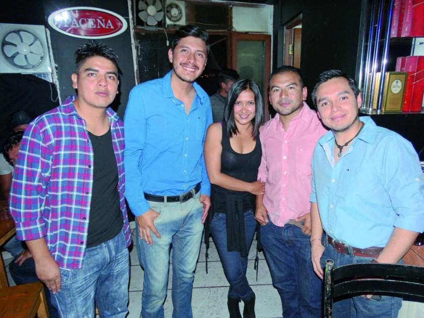 Ariel, Cesar, Elena, Arnold y Fernando.
