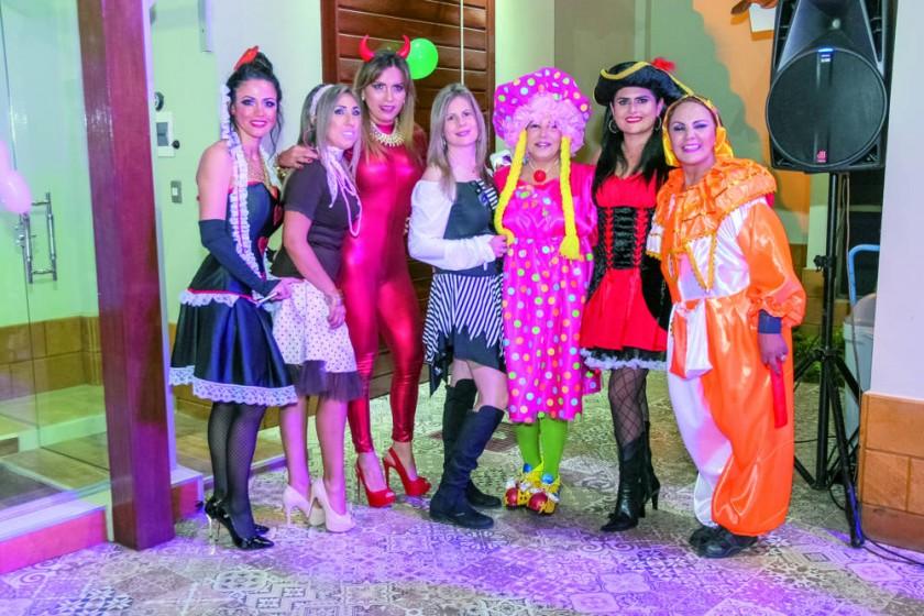 Daniela Drew, Mariana Pereira, Verónica Gutiérrez, Ana María Llobeth, Edmy Campos, Mariana Da Costa y Rosa Careaga A.
