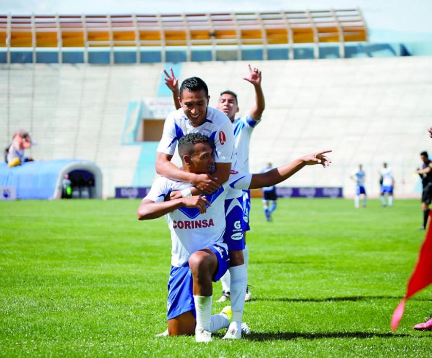 Los jugadores de San José festejan tras una de las conquistas en el partido ante Sport Boys.