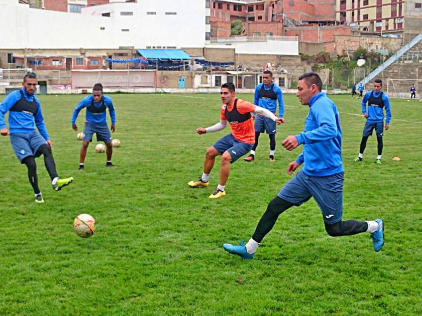 La Academia paceña recibe esta tarde al cuadro azucarero, que lidera el Torneo Apertura.
