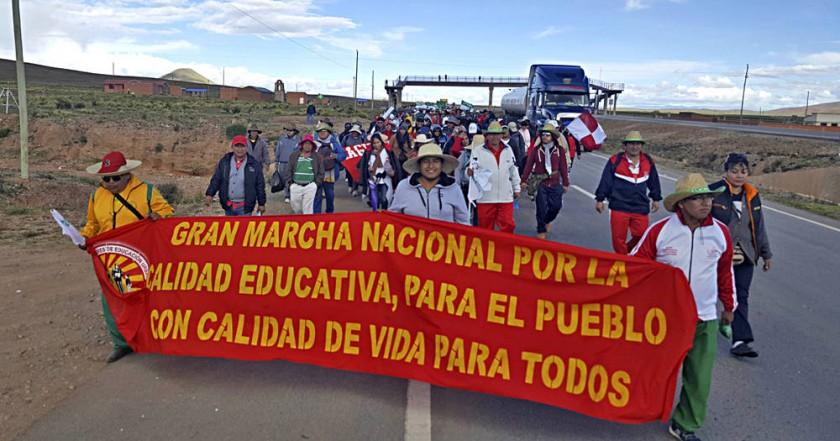 Marcha de maestros avanza a La Paz