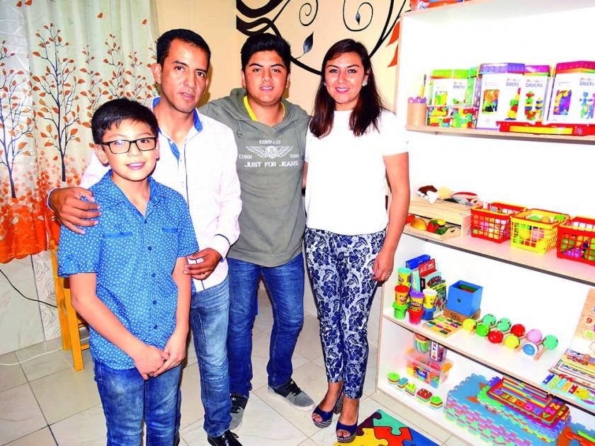Diego Flores, Carlos Armas, Gabriel Gutiérrez y Paola Castro.