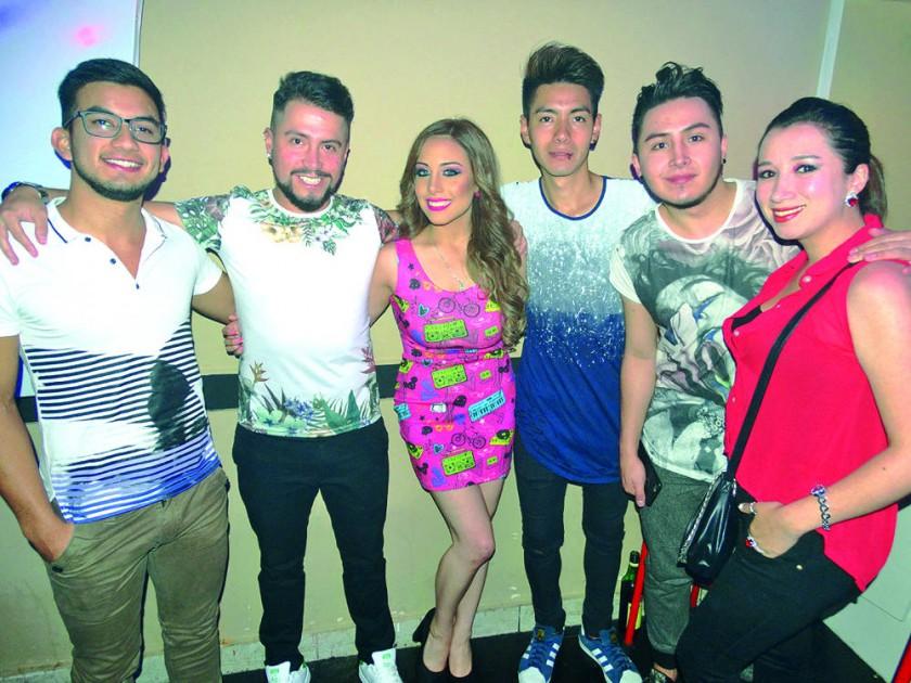 Lucas Ovando, Gonzalo Vega, Carla Ustarez, Jonathan Chavarría, José Arce y Marcia Vera.