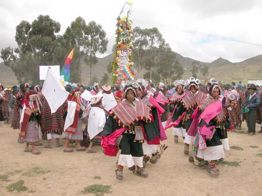 CELEBRACIÓN. La danza del Pujllay agradece los frutos de la Pachamama, a tiempo de emular a los héroes de las luchas...