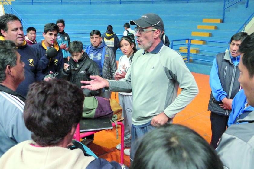 En las canchas de arena y en el coliseo JRA, el brasileño Marcos Miranda dirigió un curso de capacitación.