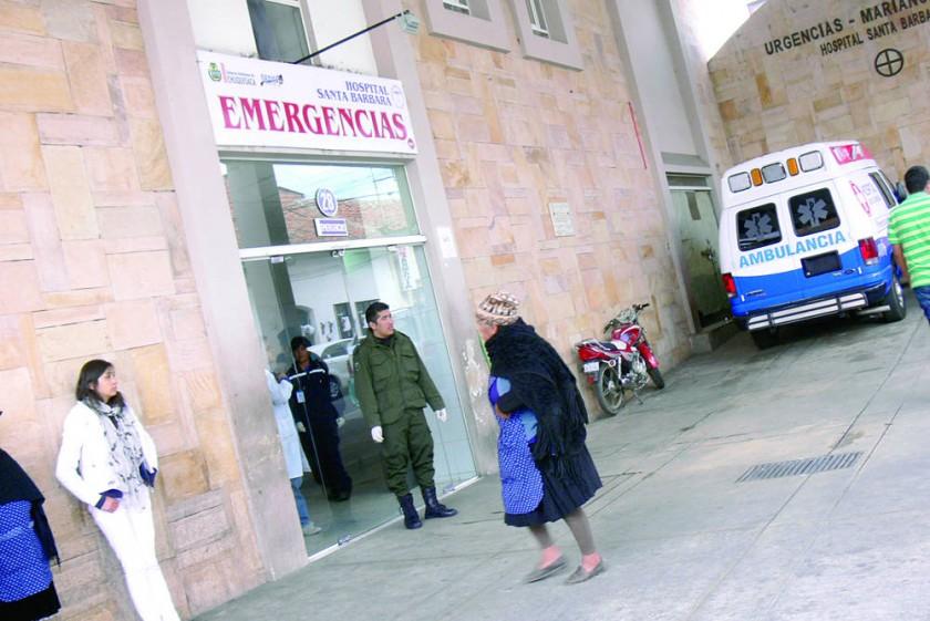 ATENCIÓN. El cadáver del joven apuñalado fue llevado a Emergencias del hospital Santa Bárbara.