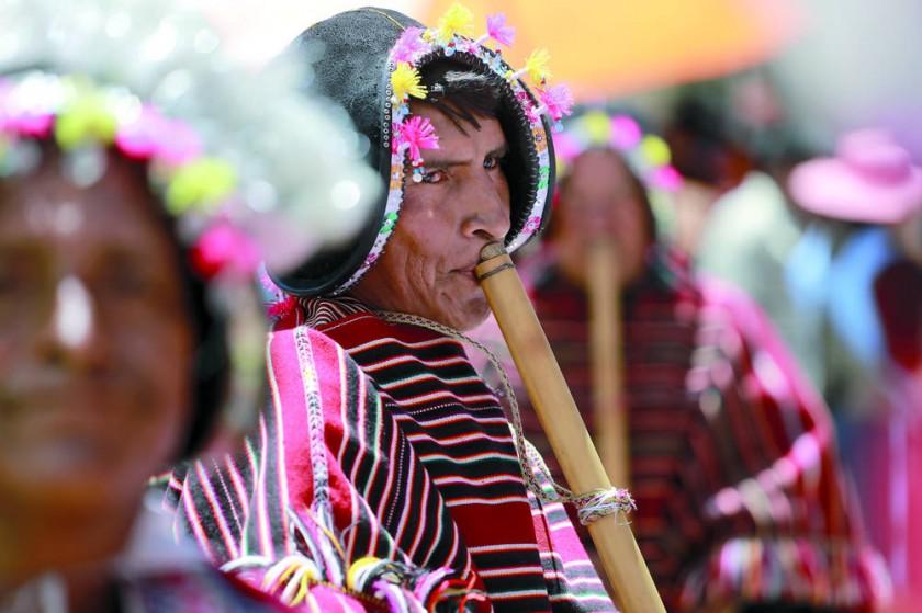 A todo pulmón es como los comunarios participan en esta jornada de gala en su cultura.