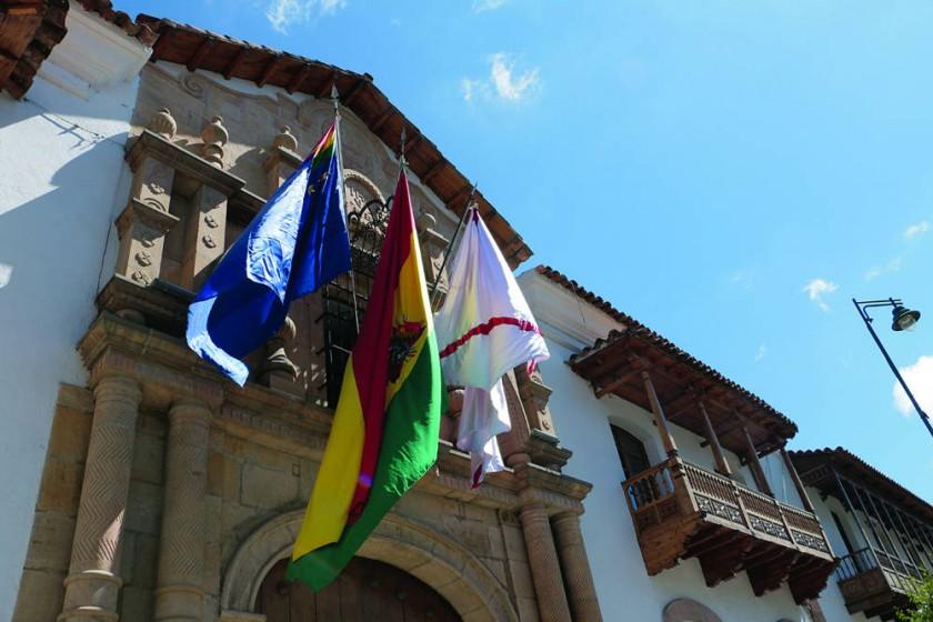 CIVISMO. La Bandera de la Reivindicación Marítima fue izada ayer, en la Casa de la Libertad...