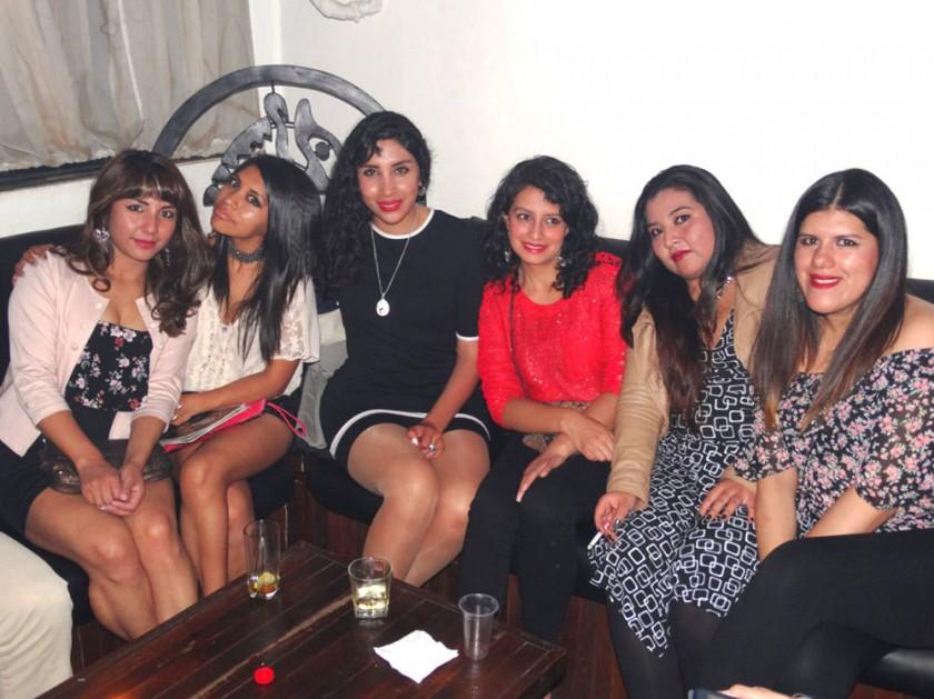 Muriel Yucra (segunda izquierda) decidió festejar su cumpleaños con sus mejores amigas.