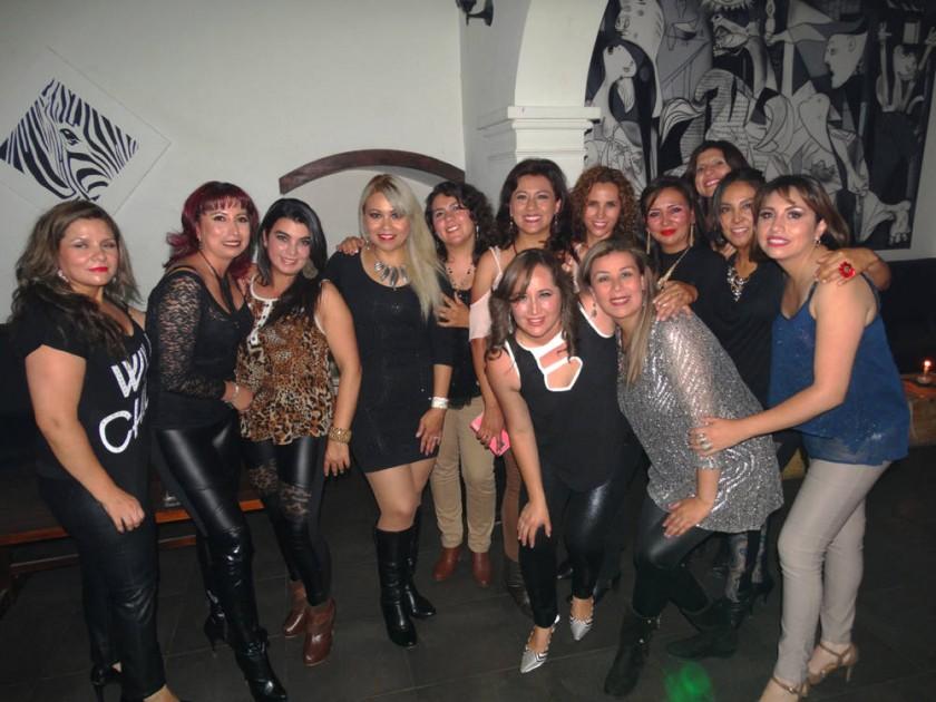 Marylin Parra (abajo izquierda) celebró su cumpleaños con sus amigas.